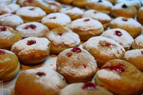 ... jelly doughnuts jewish fried doughnuts eaten to celebrate hanukkah