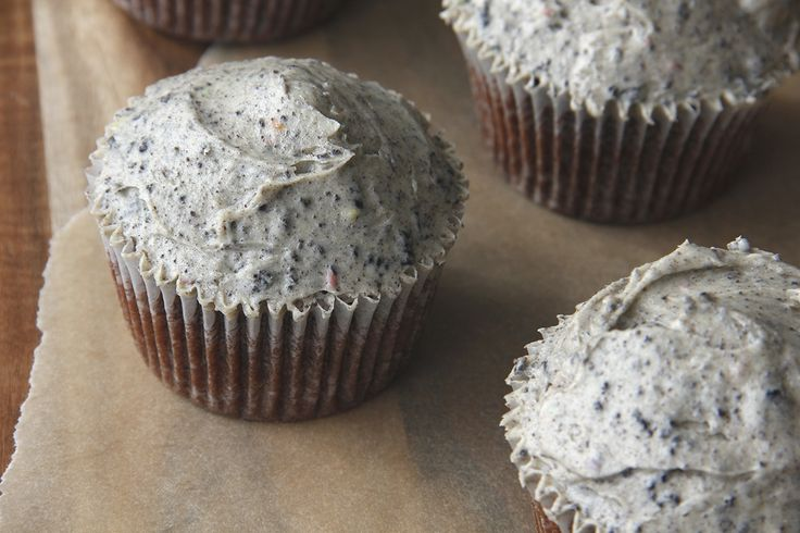 Chocolate Cupcakes with Oreo Buttercream | Cupcakes - Cookies | Pinte ...
