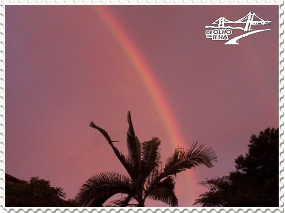 Arco-íris no céu da Ilha da Magia