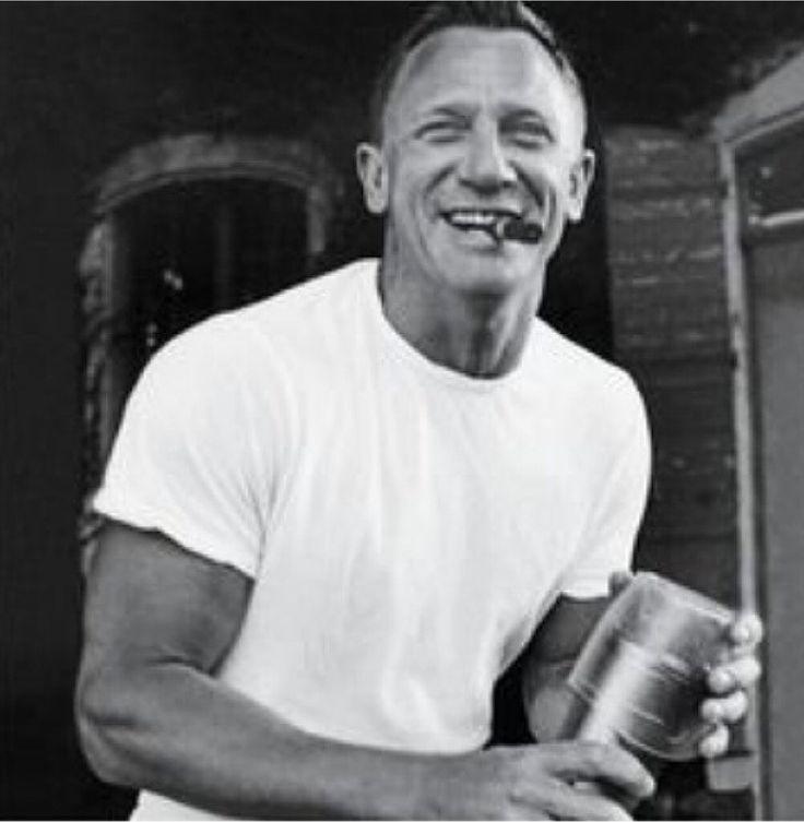 Daniel Craig | Cigar Lifestyle | Pinterest Daniel Craig