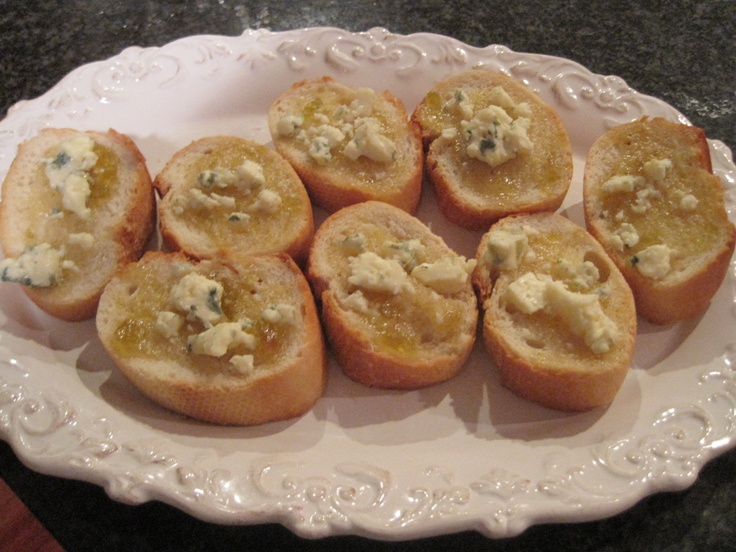 Fig jam & gorgonzola crostini. Okay, this isn't really a recipe, but ...