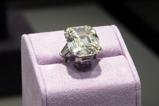 Elizabeth Taylor Engagement Ring Diamonds Are A Girls Bestfriend