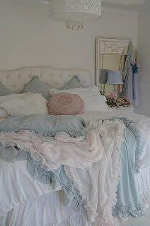 I really love this peaceful bedroom!!