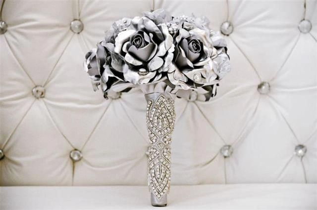 Dazzling gray wedding bouquet.