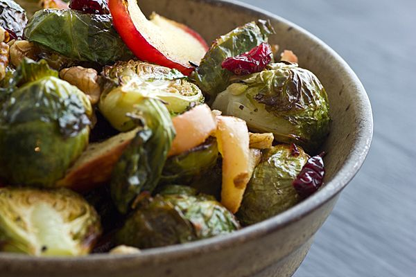 Roasted Brussels Sprouts & Apples by ohmyveggies #Brussel_Sprouts # ...