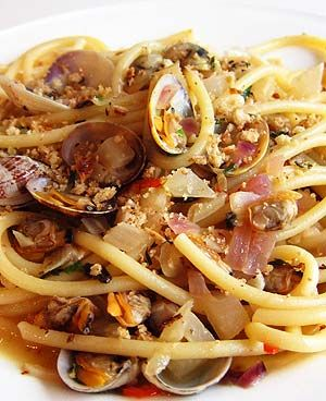 Pasta with clams, fennel, white wine & thyme breadcrumbs