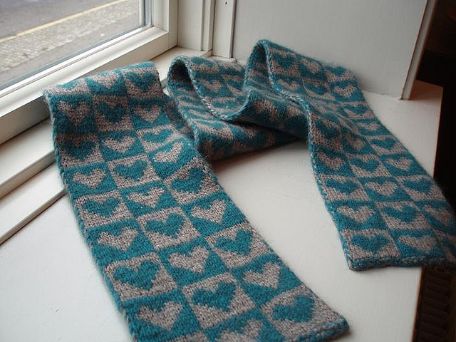 Double Knitting Heart Pattern : double knitted heart scarf pattern To do list: Pinterest