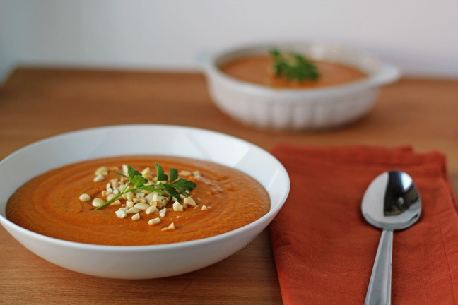Spicy Peanut and Sweet Potato Soup, gonna adapt this so I can make it ...