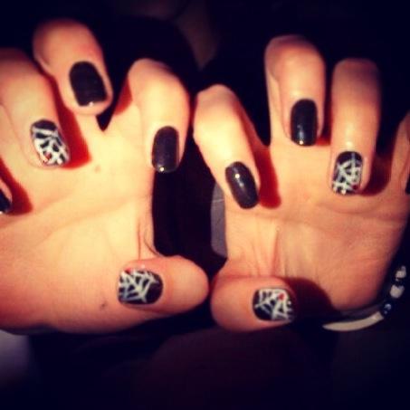 Shellac black. & white spiderweb Halloween nails | Nail design