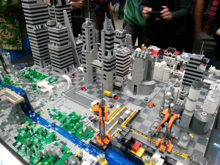 Futuristic LEGO city   LEGO Stuff   Pinterest