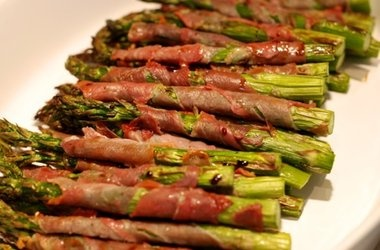Broiled Prosciutto-Wrapped Asparagus Spears Recipes. #Recipes