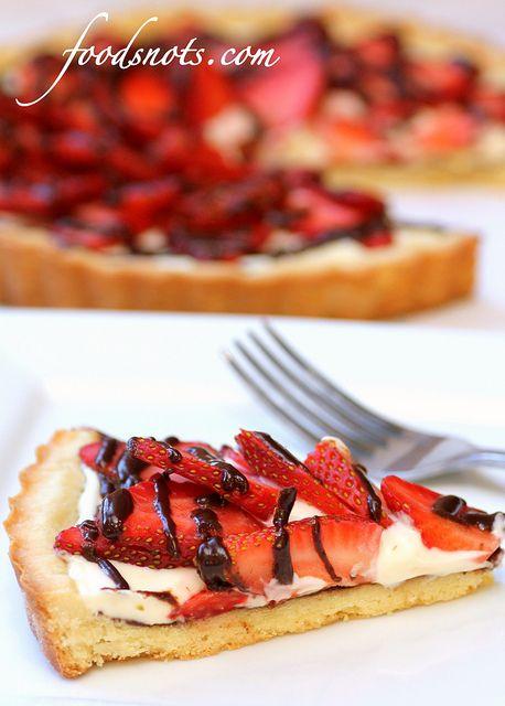 Strawberry Cream Cheese Tart. Recipe: http://freebiegate.com/cake-or ...