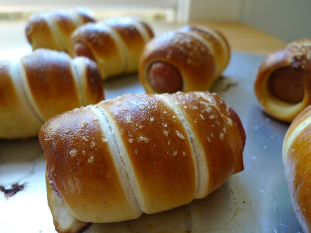 Kitchen Endeavor - Mini Pretzel Dogs | food food | Pinterest