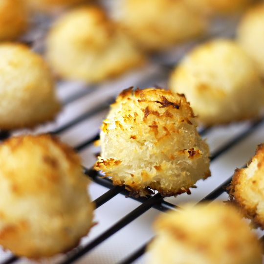 Easy coconut macaroons (using sweetened condensed coconut milk. Also ...