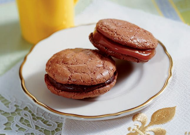 ... Chocolate Macaroons with Chocolate or Caramel Filling in Bon Appétit