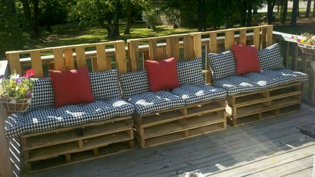 Cheap deck seating from pallets home pinterest for Cheapest place for decking