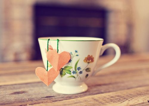 DIY tea bags... A perfect Christmas present paired with an adorable teacup!
