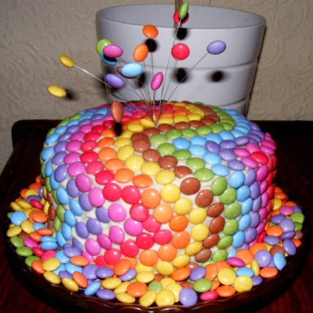Cake Decorating Ideas With Smarties : Smartie rainbow cake Novelty cakes Pinterest