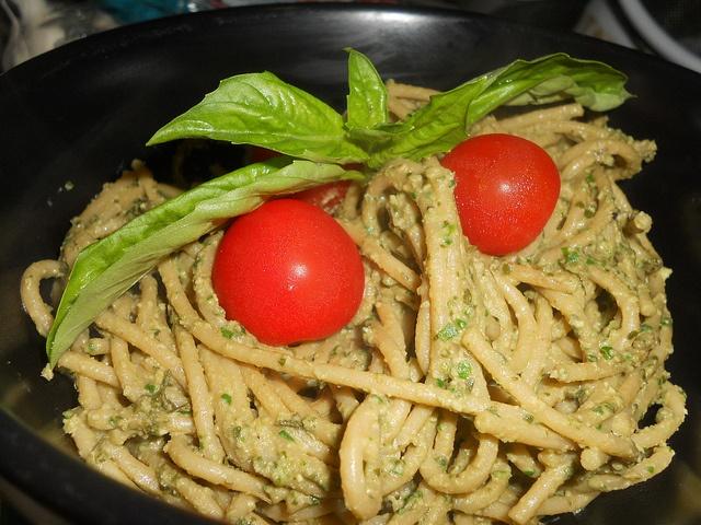 Vegan Oil-Free Garlicky Pesto | Recipes | Pinterest