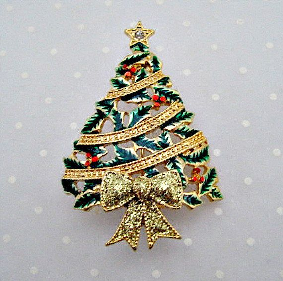 Christmas Tree Vintage Pin Brooch - Holly and Berries with Garland.