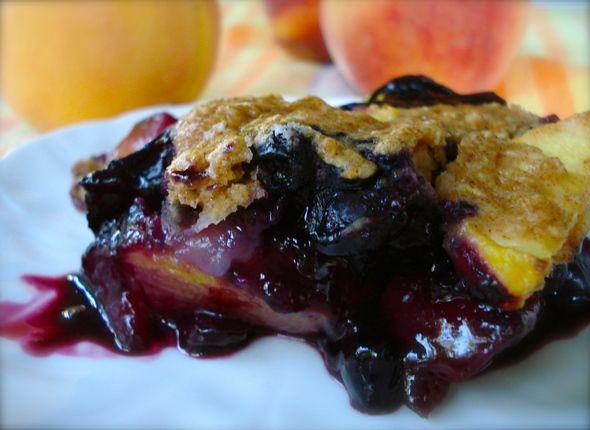 Vegan-Baked-Blueberry-and-Peach-Crumble | Vegan Dessert | Pinterest