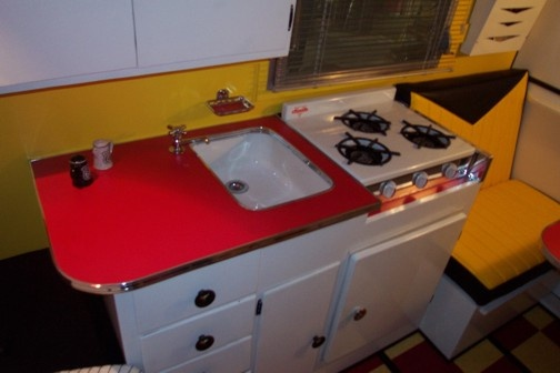 Digging the extended countertop and colors.