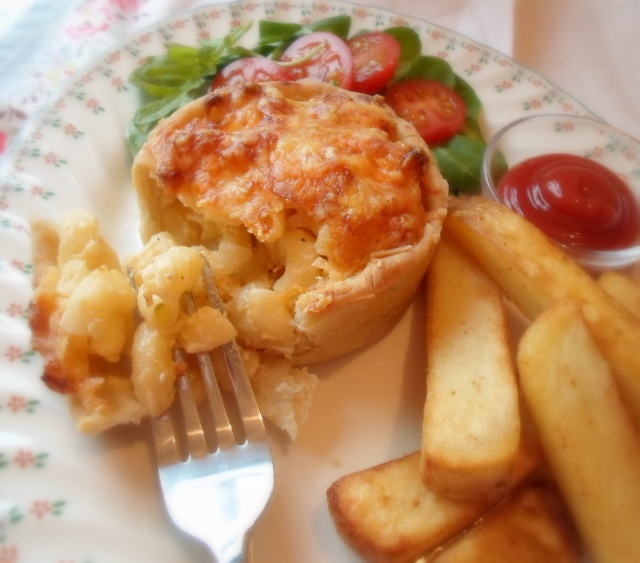 Macaroni & Cheese pie - a snack from Scotland