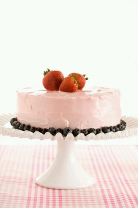 paula deans strawberry cake
