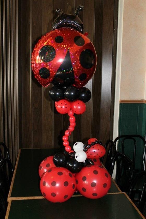 Ladybug balloon centerpiece | Girl birthday balloon ideas