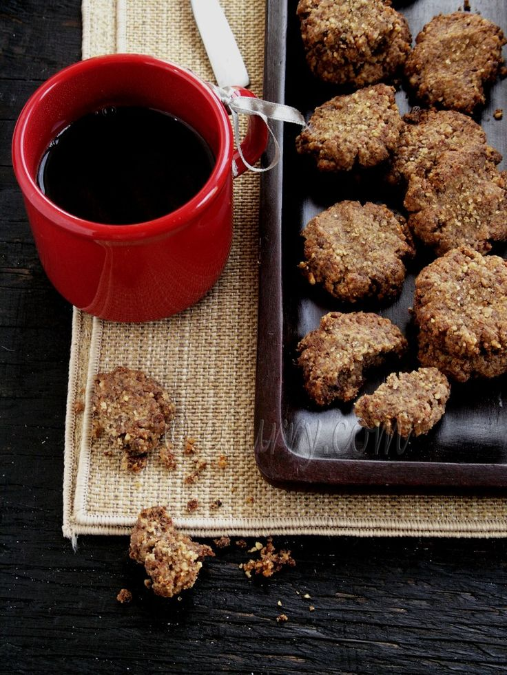 Spiced Walnut Date and Chocolate Cookies from eCurry. http://punchfork ...
