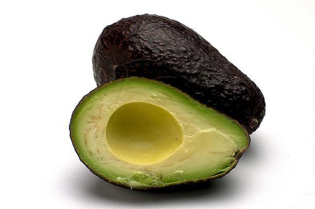 21 best Muscle-building foods for Vegetarians: Quinoa, Steel-cut oatmeal, chia seeds, natural peanut butter, portabello mushrooms, avocado, black beans, chick peas, lentils, peas, broccoli, almonds, seitan, cauliflower, collard greens, spinach, walnuts, brown rice, sweet potatoes, coconut milk.