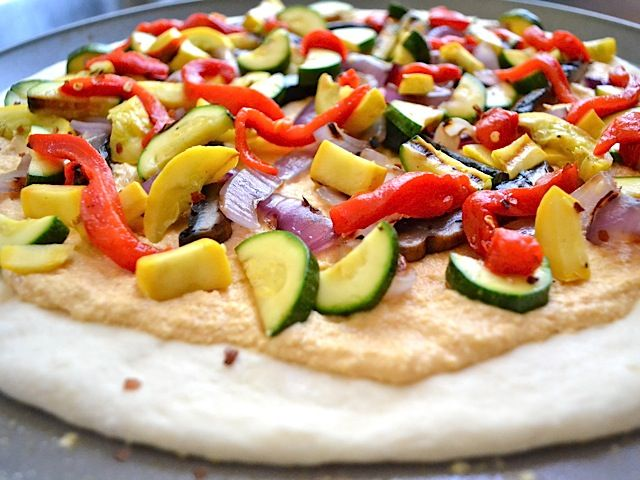 Hummus & grilled veggie pizza | Get in mah belleh! | Pinterest