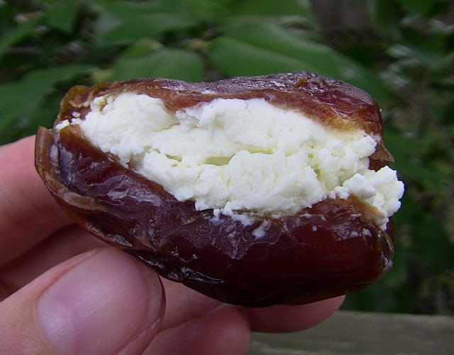 Creamy Goat Cheese Stuffed Dates with Toasted Walnuts and Fresh Mint ...