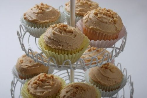 It's love at first bite. Banana Peanut Butter Cup Cakes (Elvis Style ...