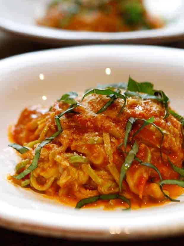 Zucchini Pasta with Fresh Tomato Sauce | food | Pinterest
