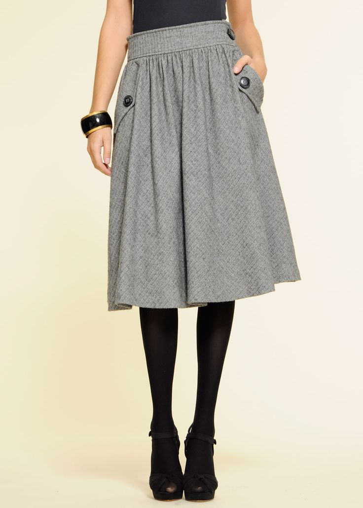 Usually my principle to choose skirts is the shorter the better (to an extent, of course. Still, I never wear below the knee skirts). But I must admit this one looks cool.