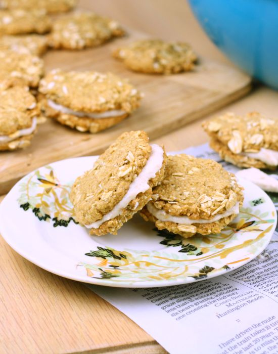Copycat Oatmeal Creme Pies. These are a must make! I brought them to ...