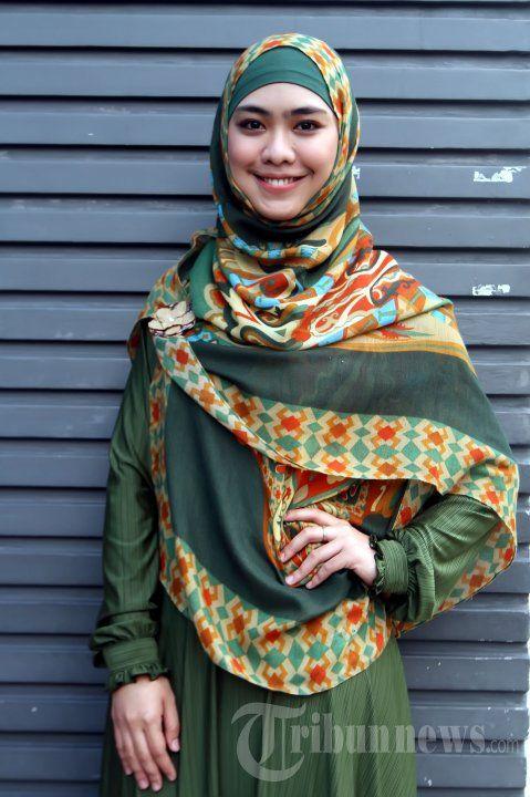 Jilbab Syar'i Oki Setiana Dewi