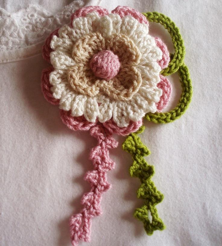 Romántico #broche de #crochet ideal para veraniega blusa blanca.Es una creación de DIDIcrochet. http://es.dawanda.com/shop/DIDIcrochet