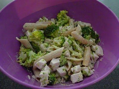 Sałatka z brokułami i kurczakiem