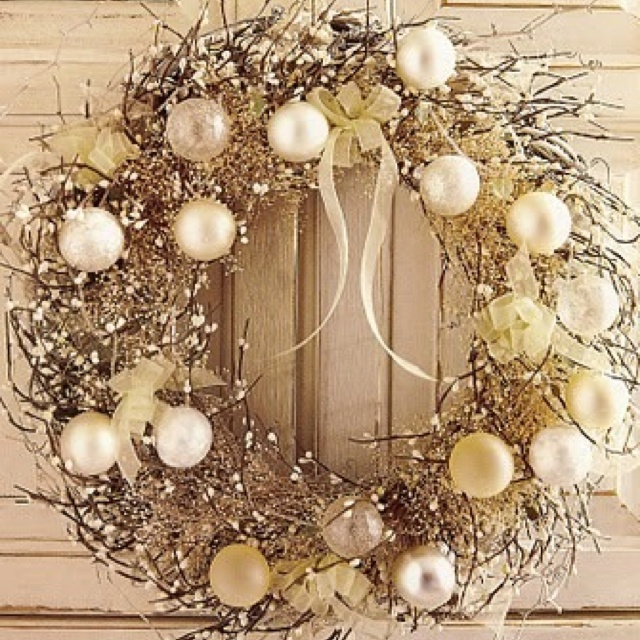 Beautiful white christmas wreath crafty pinterest Beautiful christmas wreaths