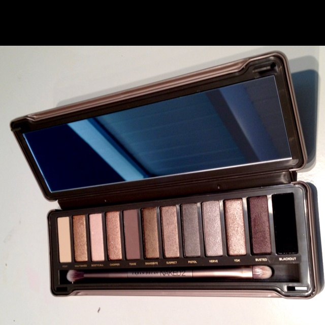 Urban decay naked 2 :) completely in LOVE w this!!!!