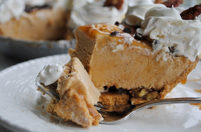 Pumpkin Caramel Pecan Chip Ice-Cream pie | Thanksgiving/ Fall Seasona ...