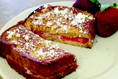 Strawberries n Cream Stuffed French Toast - under 250 calories! #frenchtoast