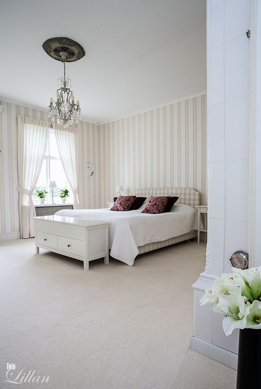 Sovrum i vitt #Bedroom in #white  Sköna Sovrum  Bedroom  Pintere ...
