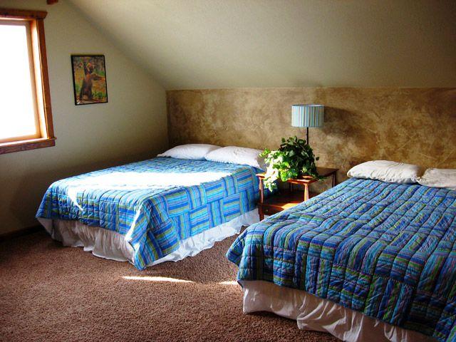 comparison full bed vs queen bed pinterest. Black Bedroom Furniture Sets. Home Design Ideas