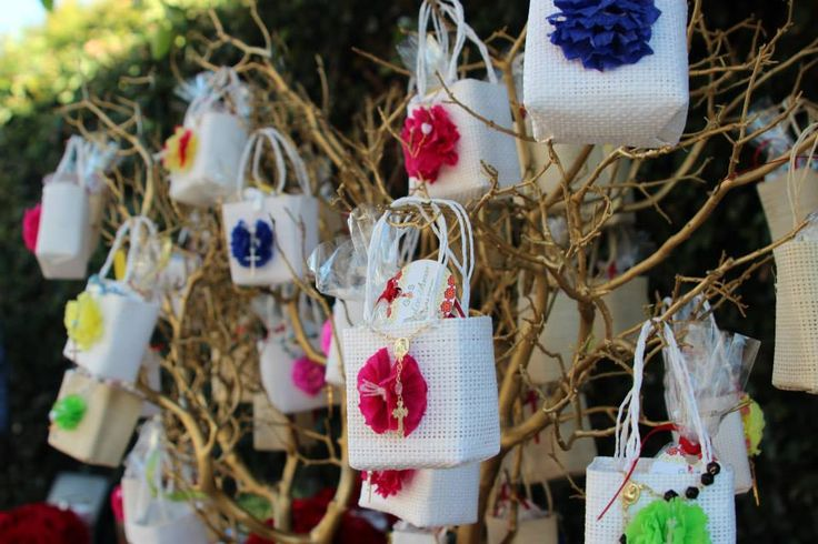 Wedding Gift Bag Ideas Mexico : Favor bags filled with Mexican wedding balls, decorated with paper ...