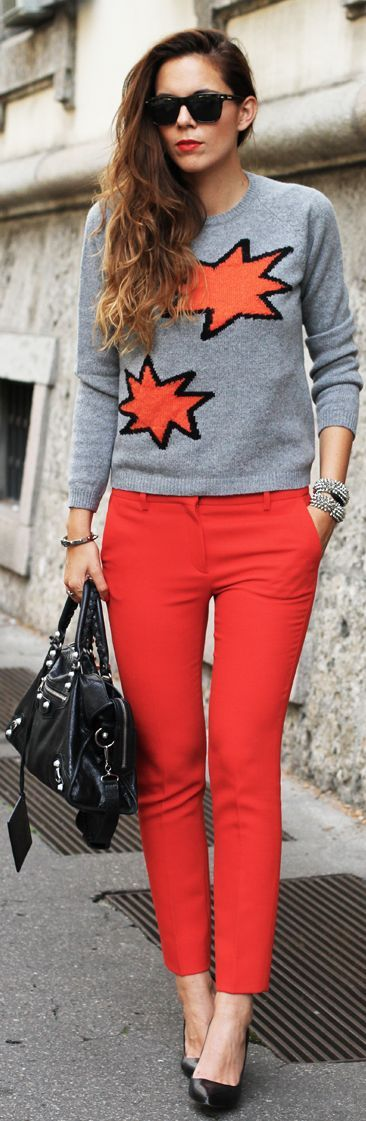 Grey top + red skinnies.