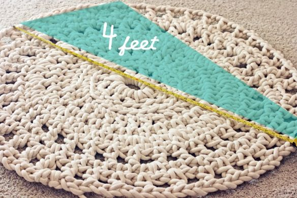 DIY rope rug. Don't know how to crochet..this would take me forever.