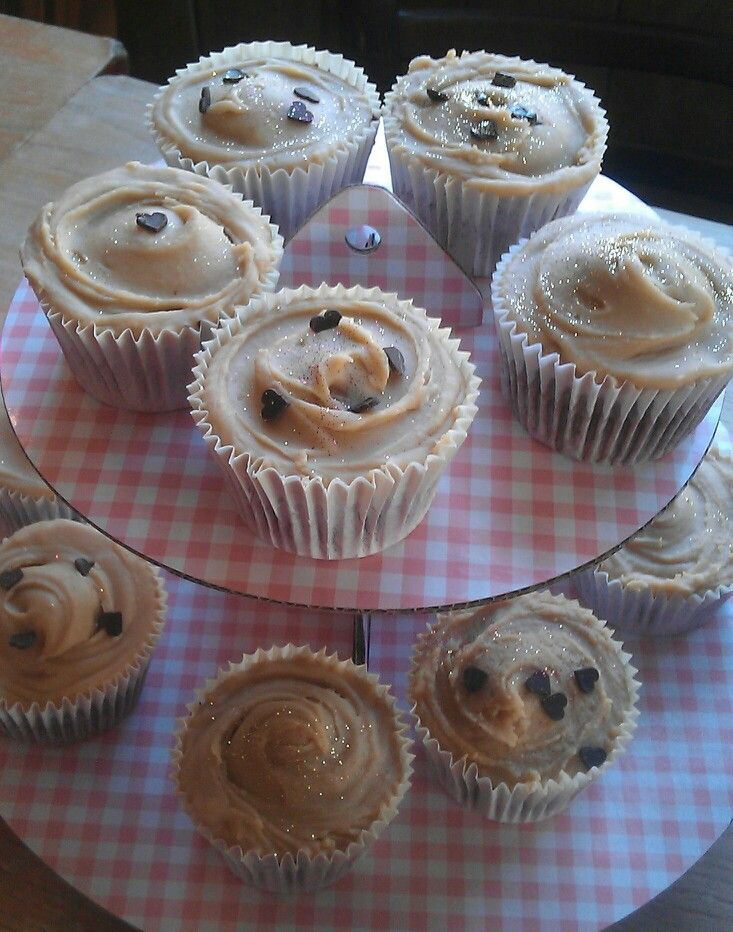 Chocolate cupcakes with caramel frosting | Caramel Junkie | Pinterest